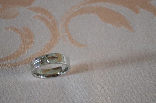 Edelstahl Ring mit Zirkonia. Top Zustand. Größe 60 (19,1 mm Durchmesser). Preis: 4,90 €