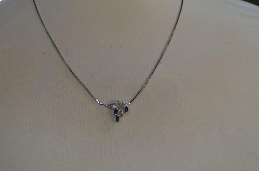 835 Silber Collier mit künstlichen Saphiren. Etwa ab 1960er Jahre. Preis: 19,90 €