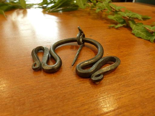 """Fibule médiévale """"serpentine"""""""
