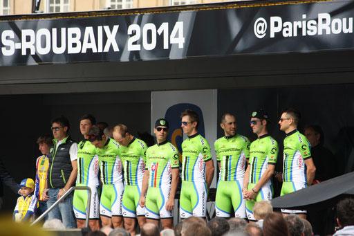 Compiègne (60) - Veille de Paris-Roubaix - Présentation des équipes