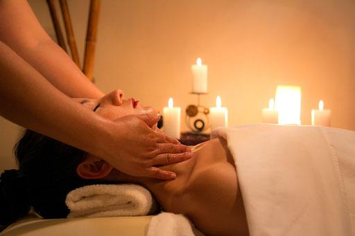 Massage. Spa. Entspannung. Wohlfühlen