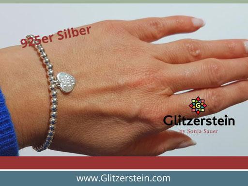 Kugelarmband aus 925er Silber in 4 mm mit dem Anhänger Herz (Live, Laugh, Love)