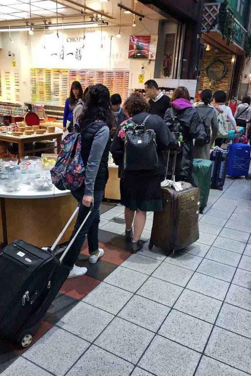Endless Shopping in Osaka mit Trolly