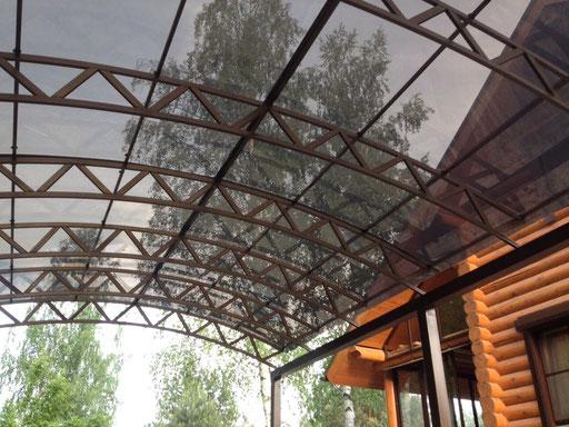 Арочный двускатный навес из монолитного поликарбоната