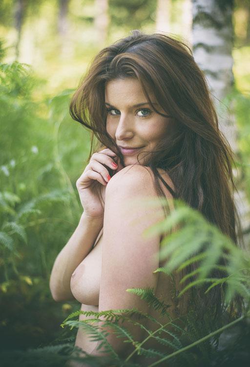 Kamila, Outdoor