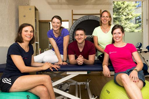 Teamfoto der MItarbeiter von Löwen-Physio in Braunschweig