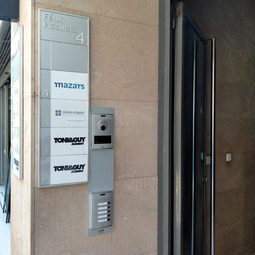 Resultado final de la placa más accesible de Fermax, OneToOne