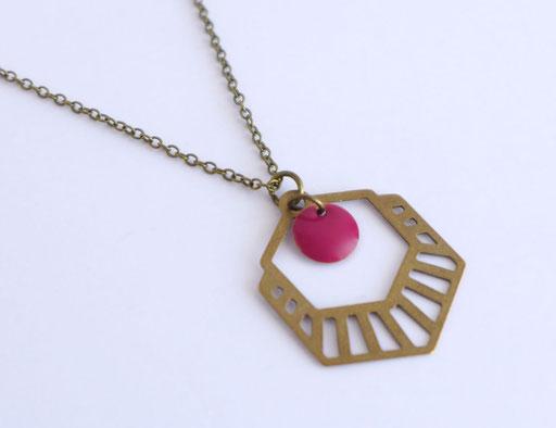 Collier Art Déco Laiton Bronze et Email Rouge    Une Embellie