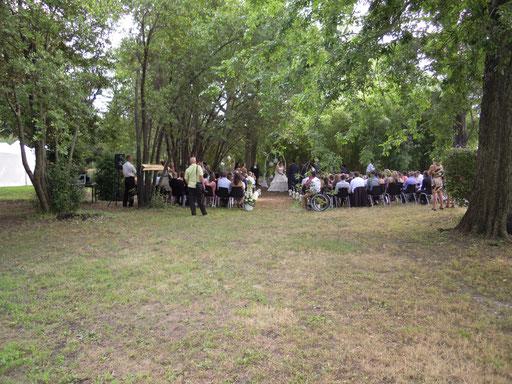 cérémonie en extérieur chateau Val de Ceze