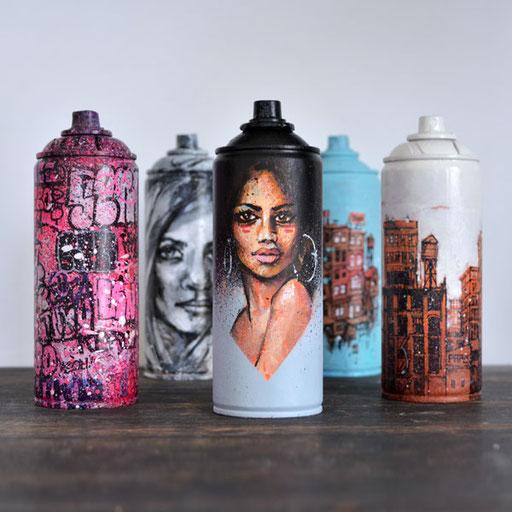 "<alt=""Custom Spray cans graffiti cans bombe de peinture personnalisée customisée customisation bombe aérosol graffiti graff tag objet design hip-hop déco urbaine street art décoration achat art urbain graff idée cadeau originale streetart graffmatt"">"