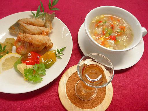 #小ダイのフリット小ダイと野菜のスープです #レシピ #小ダイのフリット #小ダイの骨でだしをとり #タマネギ他野菜を加え煮込みスープとします #他ワイン添え