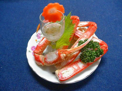 #ゆで松葉ガニの青海苔餡 #レシピ #かにを塩ゆでし #青のりを薄くのばして作った餡を添え ます #お客様のご自由に