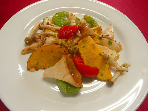 #キノコと夏野菜のグリル #エリンギ #シメジ #パプリカにオリーブオイル #塩コショウを散らしグリルで焼きます