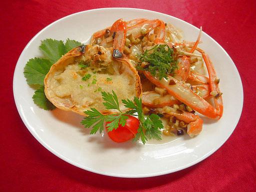 #ゆでベニガニ #香住ガニのあんかけ&焼き甲羅 #ゆでガニの足は殻を削ぎナスのかつお風味あんをかける #甲羅はパン粉と粉チーズをのせグリルする