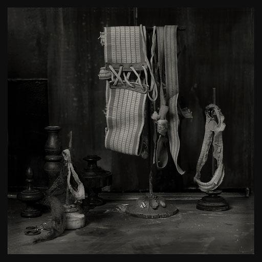Les Oratoires Domestiques: Les Liens Obscurs, 40X40cm, 2016