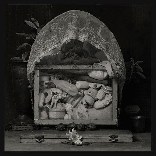 Les Oratoires Domestiques: Le Petit Ossuaire, 40X40cm, 2016