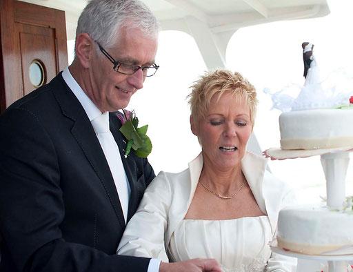 bruidsreportage (aansnijden bruidstaart)