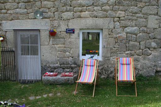Chaises longues pour un moment de détente au jardin
