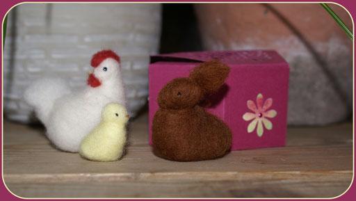 Hase, Henne und 2 Kücken im Schachteli  12Fr.