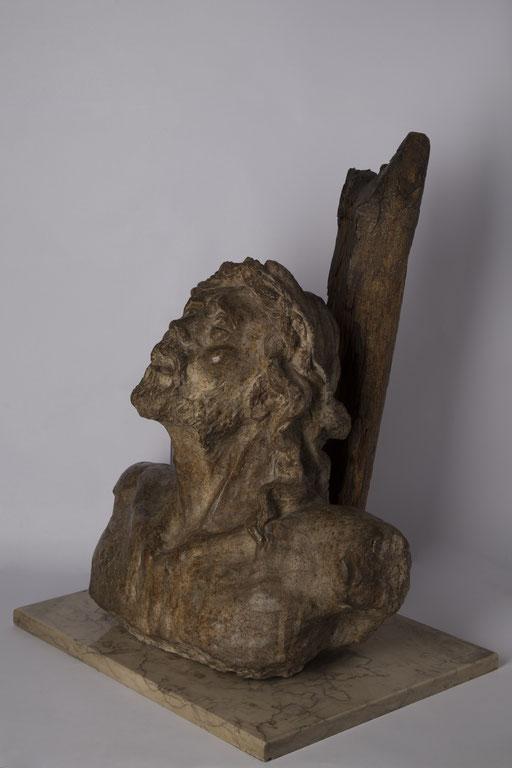 CRISTO. 1999. 40 x 29 x 50 cm. Cemento