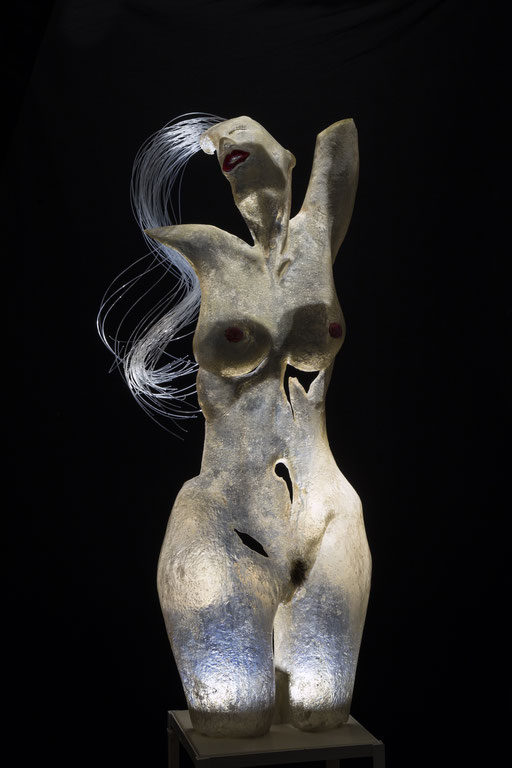 PIEL EROTICA. 2015. 35 x 28 x 100 cm. Poliester