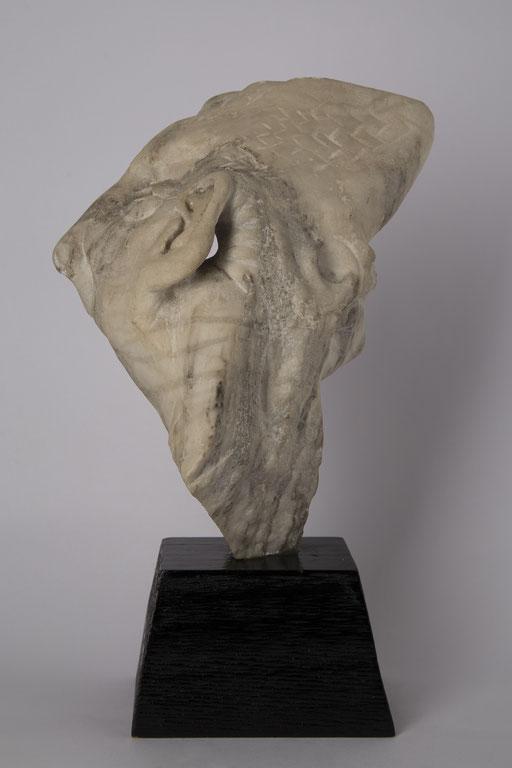 HOMBRE PEZ. 1990. 11 x 21 x 29 cm. Alabastro
