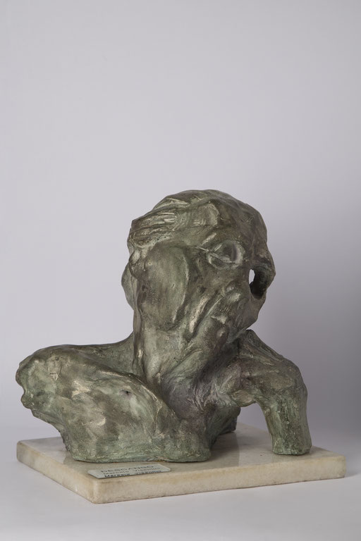 DESCANSO. 1995. 26 x 22 x 26 cm. Cemento