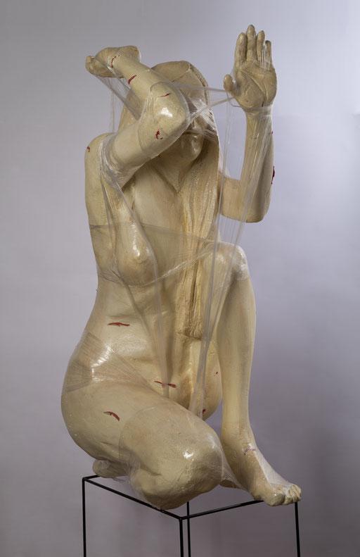 CARCEL DE PIEL. 2015. 40 x 60 x 100 cm. Poliuretano