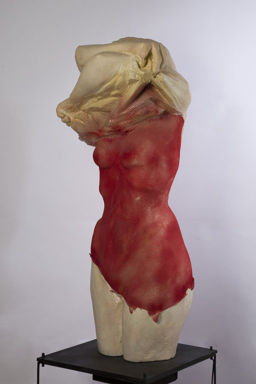 EXCARCELACION. 2015. 40 x 40 x 100 cm. Poliuretano