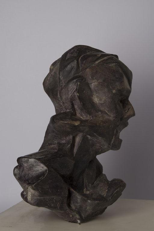 SEÑORA. 1998. 20 x 24 x 30 cm. Cemento