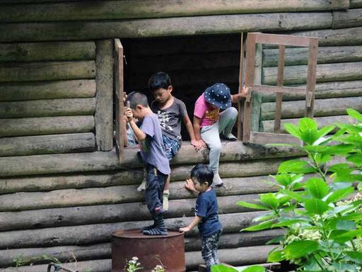 裏山には、子どもたちのお気に入りの遊び場!