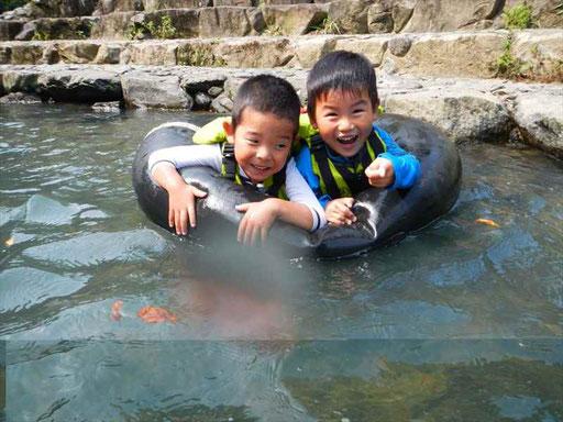 子どもたちは水遊びが大好き!夏はほとんど毎日水で遊んでいます。