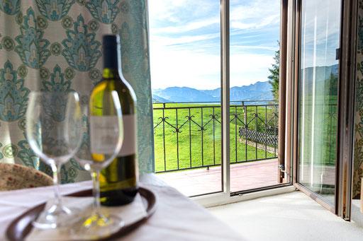 Doppelzimmer mit Balkon, Seeblick und Blick auf die umliegenden Berge