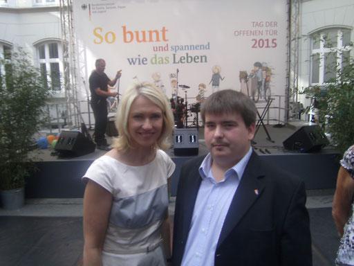 Patrick Oehm,  Mit  Manuela Schwesign Bundesministerin für Familie, Senioren, Frauen und Jugend Foto 2015