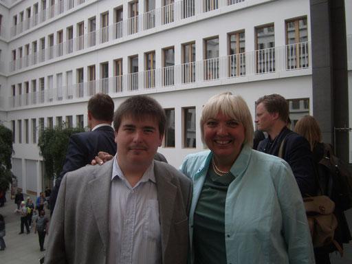 Patrick Oehm,  Mit Claudia Roth Vizepräsidentin des Deutschen Bundestag   Foto 2014