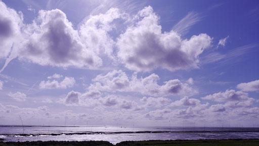 Wolkenspiel am Himmel von Dorum-Neufeld