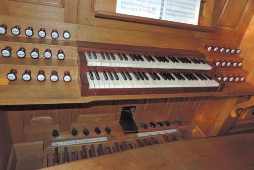 Eglise de Nontron (24 Dordogne) - les claviers de l'orgue - Photo MC pour les Amis de l'Orgue de Nontron