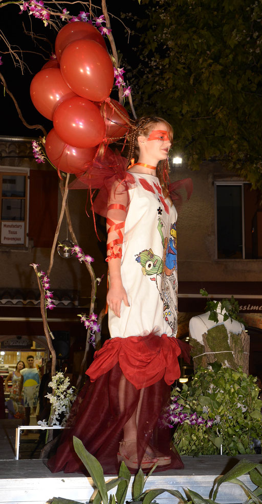 Le défilé des artistes pour la dernière Nocturne du mois d'août 2016