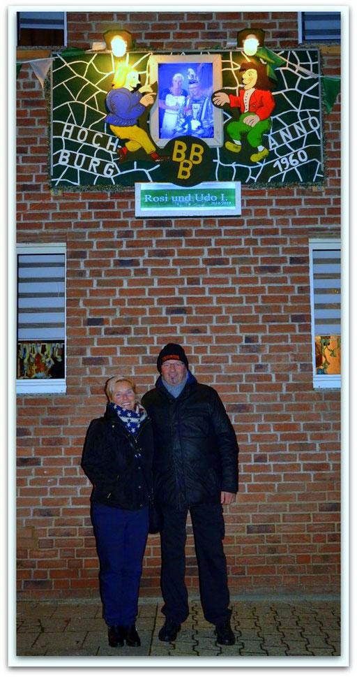 Aufhängen des Tollitätenschildes am 03.01.2019 am Vereinslokal Röske