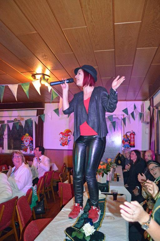 Sessionseröffnung November 2018 - Sängerin Jana Lessenich