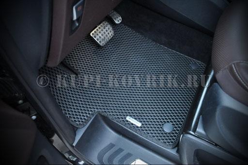 Водительский коврик на клипсах с шильдиком
