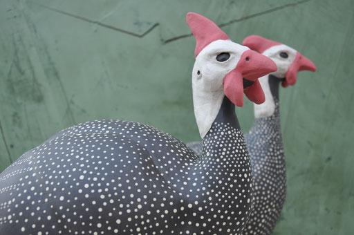 Perlhühner (Keramik engobiert, 2012)
