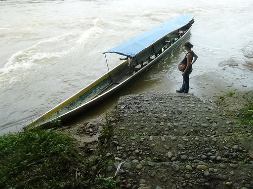 Anlege Stelle am Rio Napo
