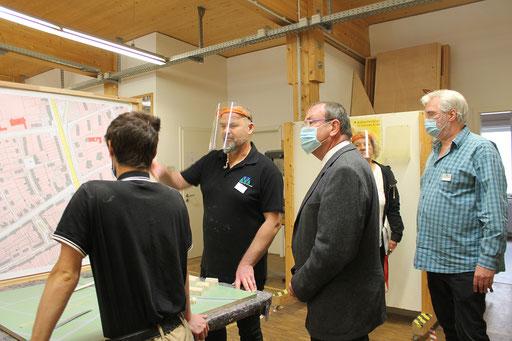 Besuch von Weihbischof Ludger Schepers in der Werkhalle der Duisburger Werkkiste in Bruckhausen