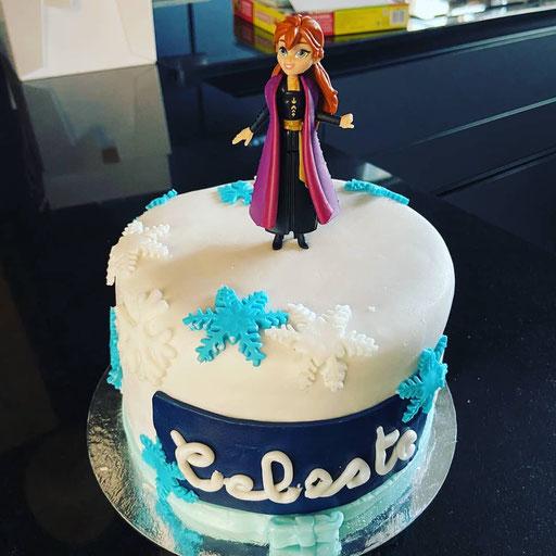gateau-anniversaire-Reine-des-neiges-Tonka-Croix-Rousse