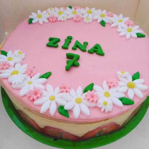gateau-anniversaire-fraisier-fleurs-Tonka-Croix-Rousse