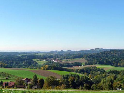 Wunderschöne Aussicht auf den Bayerischen Wald vom Balkon