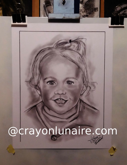 Portrait Jade au fusain