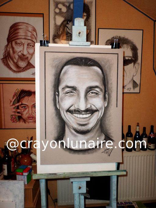 Portrait Ibrahimovic fusain et pierre blanche