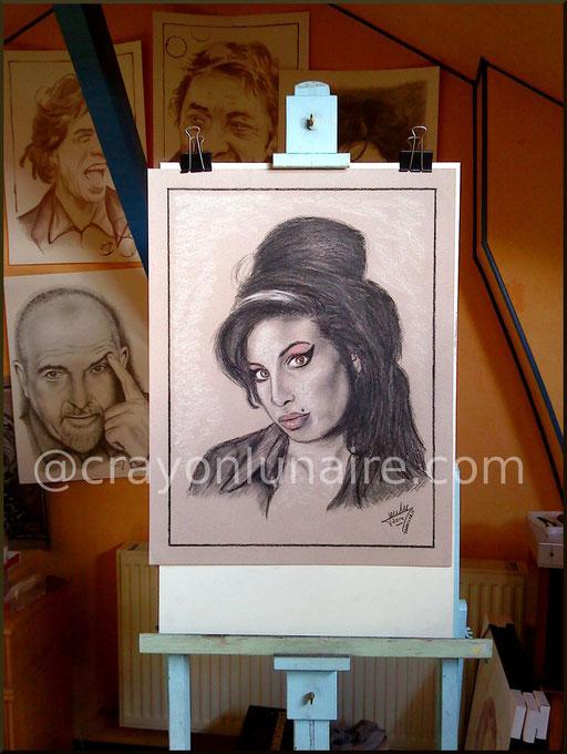 Amy Winehouse portrait au fusain